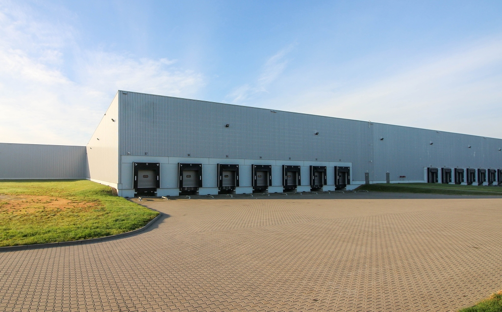 Building Solutions offered by MiTek - The exterior of a distribution warehouse