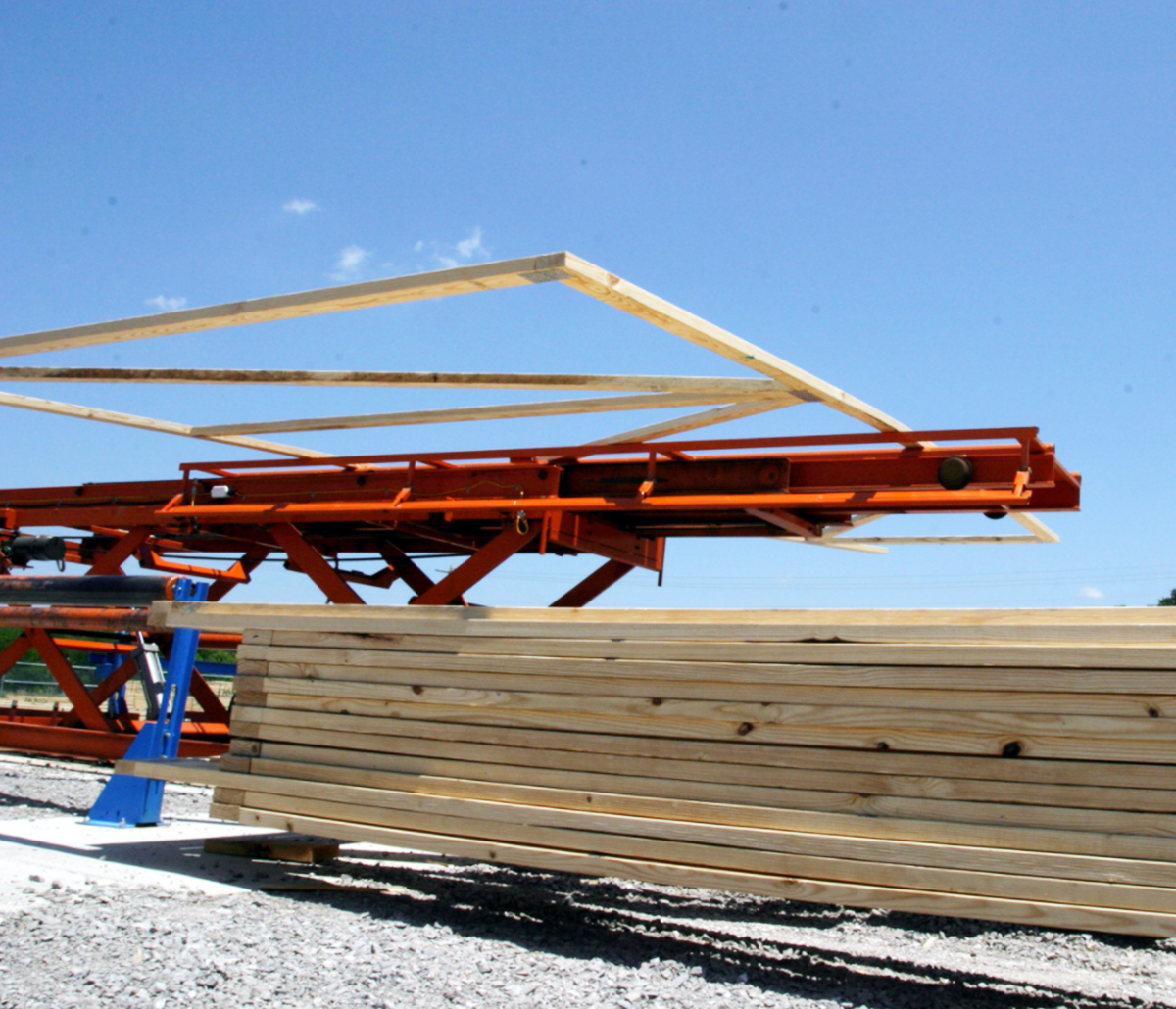 MiTek Horizontal Stacker Automated Solutions - Horizontal stacker moving wooden trusses