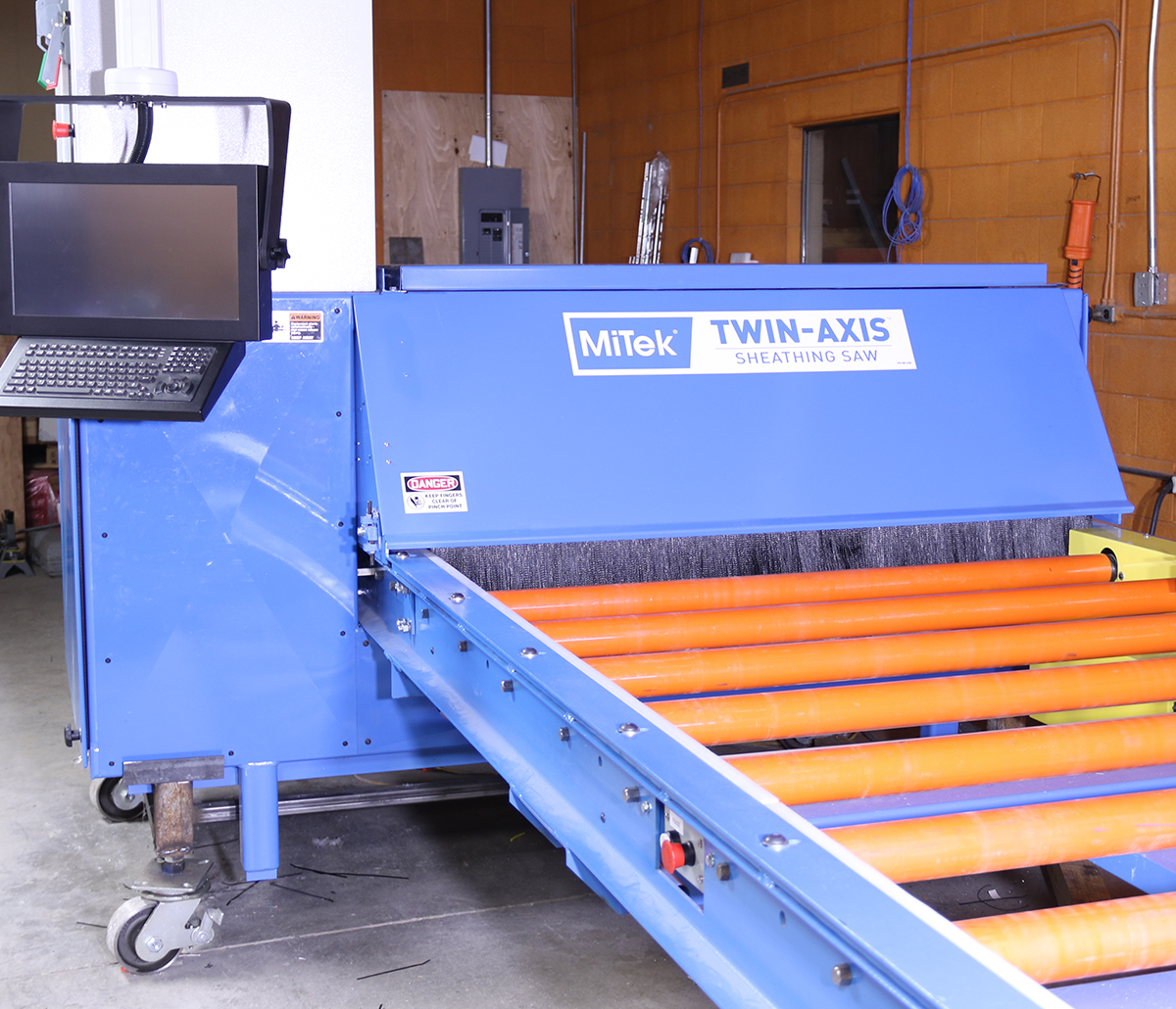 MiTek Twin Axis Sheathing Saw Automated Solutions - Twin-Axis Sheathing Saw in facility